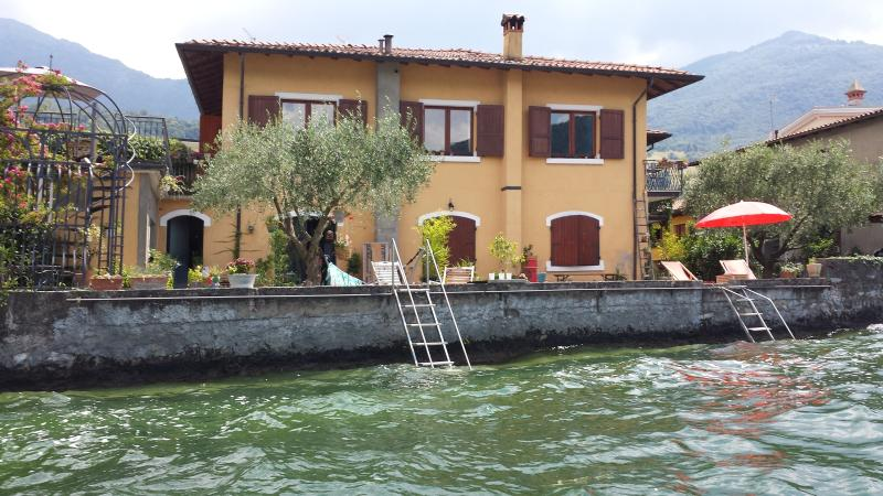 Casa Salini In Riva Al Lago D'Iseo, holiday rental in Iseo