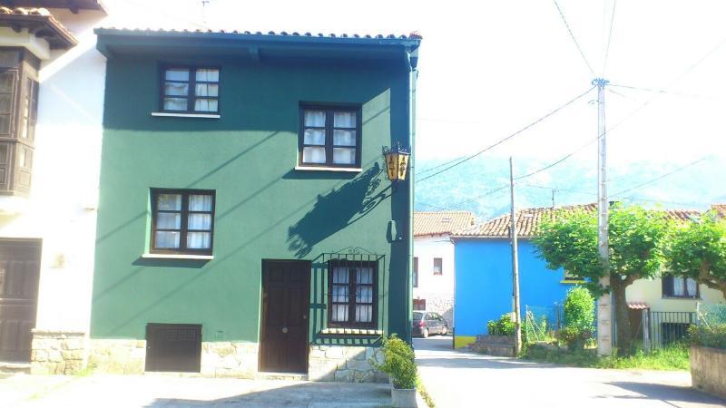 Apartamentos el castru andrin, vacation rental in Buelna