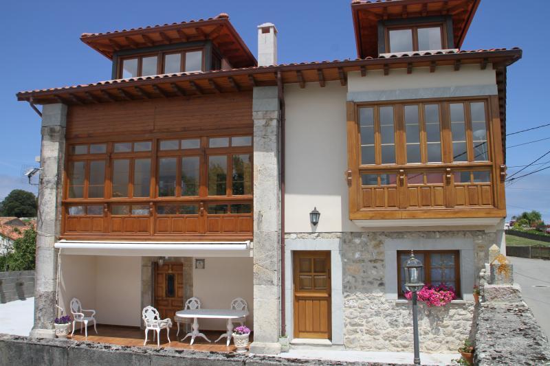 Los Chinijos II, Apartamento rural entre el mar y la montaña, holiday rental in Nueva de Llanes