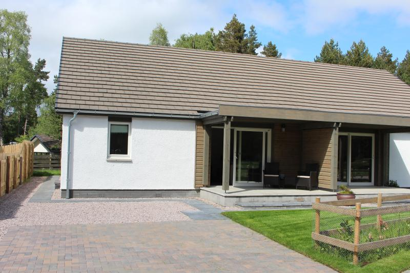 2 Dellmhor Cottages, holiday rental in Badenoch and Strathspey