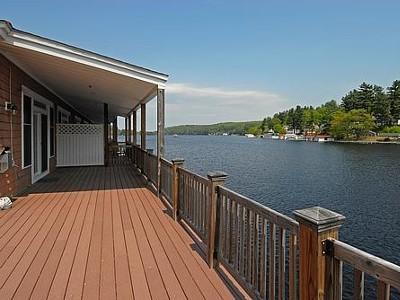 Waterfront Condo On Winnipesaukee with a 30ft dock, alquiler de vacaciones en New Durham