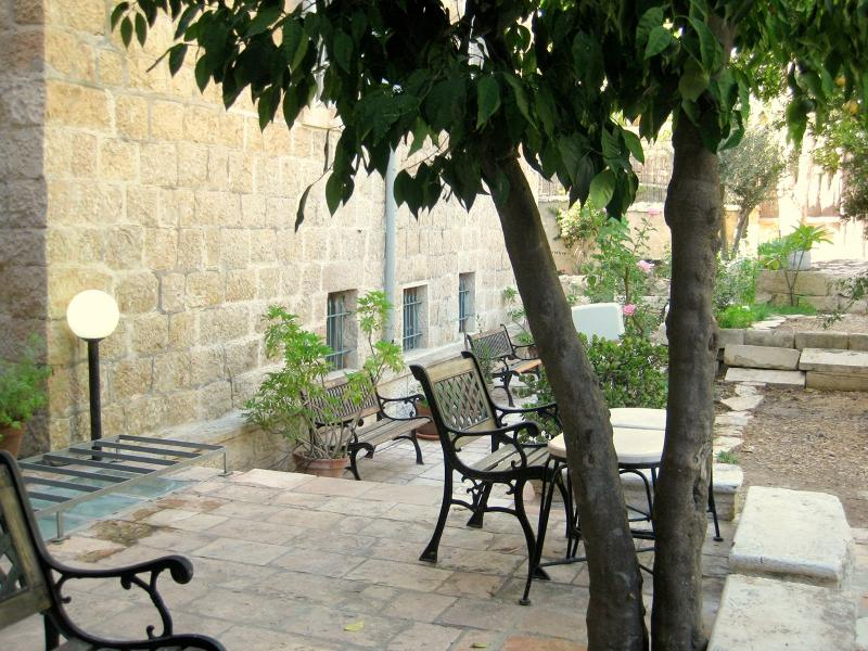 Magas House, The Suita. Superb Location. For 2 or 3 guest., holiday rental in Kfar Adumim