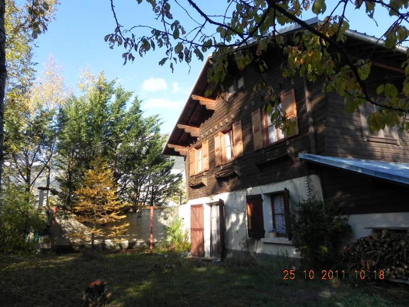 Chalet Les Chamois à louer à Risoul 05600. 3 chambres, 1 sdb, parle français, vacation rental in Risoul