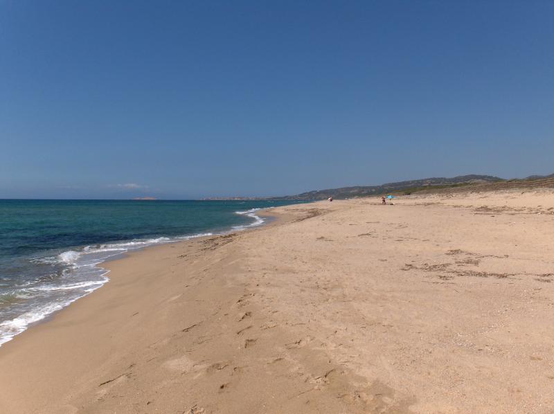 La spiaggia di Sorso premiata bandiera blu 2015 si accede direttamente dal villaggio