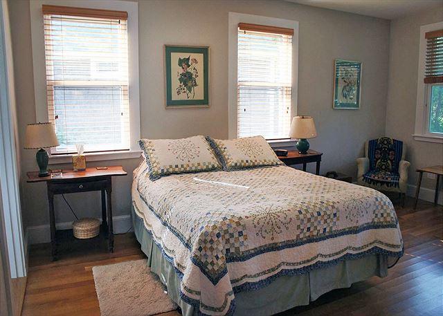1st floor master bedroom with en suite bathroom.