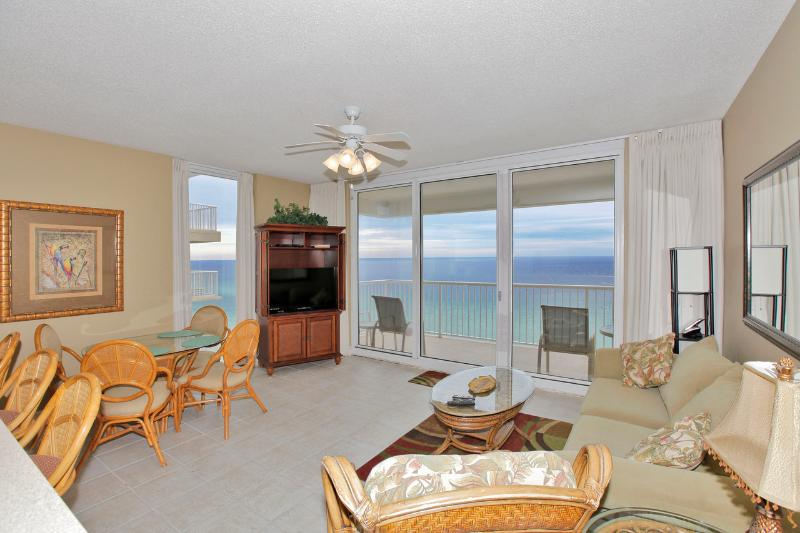Living Area w/ Gulf Views