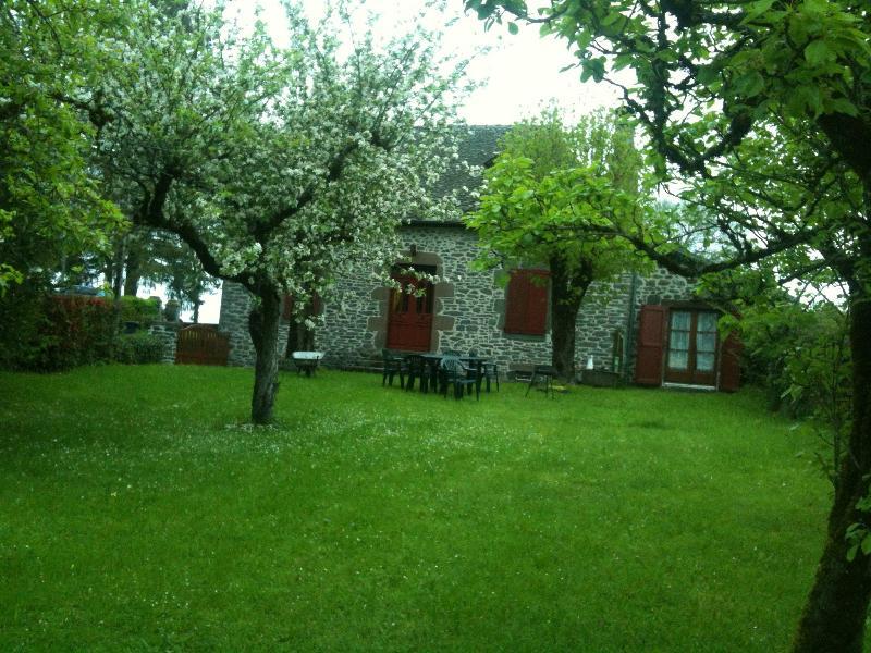 Das Haus vom Garten aus gesehen