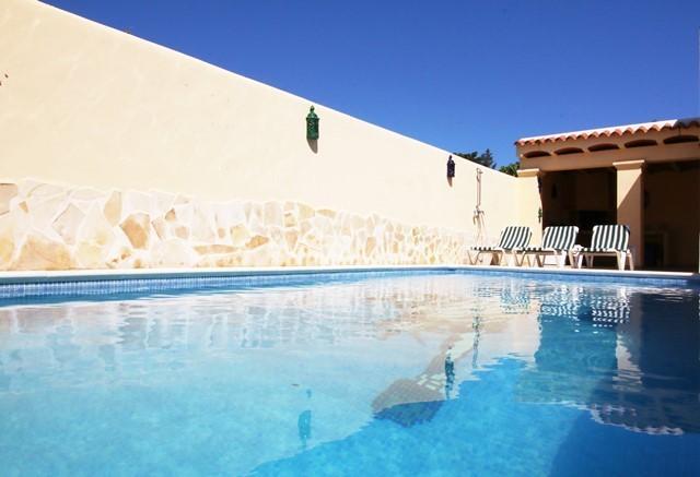 piscina privada en la villa de Roberto
