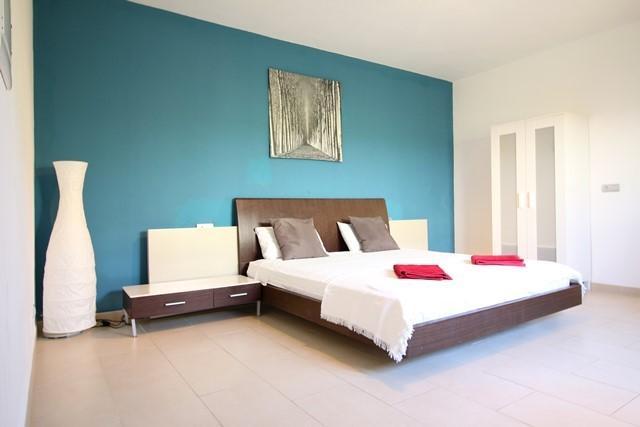 habitación principal con baño en suite