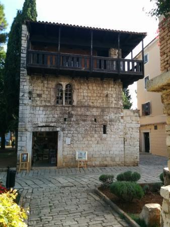 Casa románica con vistas a la Plaza Marafor