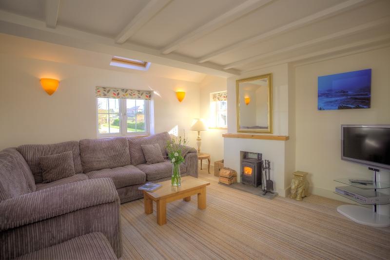 Crigg Cottage- beautiful dog-friendly home for 6, near a sandy beach and Padstow, location de vacances à Porthcothan