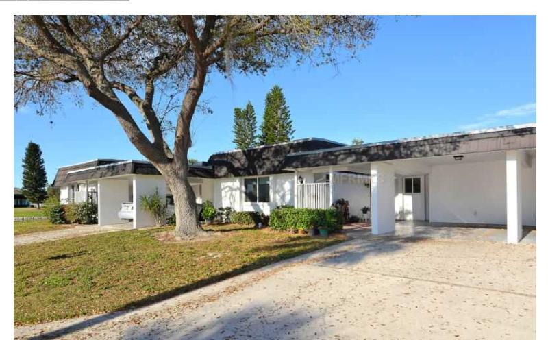 Serene Sarasota Getaway near shopping and golfing., aluguéis de temporada em Fruitville