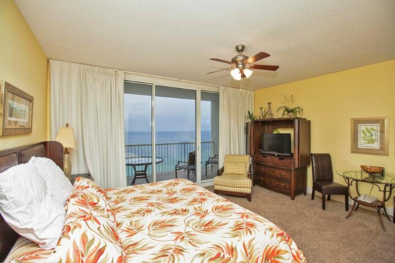 Studio w/ King Bed & Living Area w/ Gulf Views