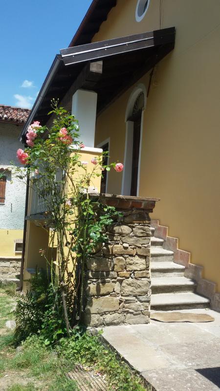 facciata con scaletta di accesso