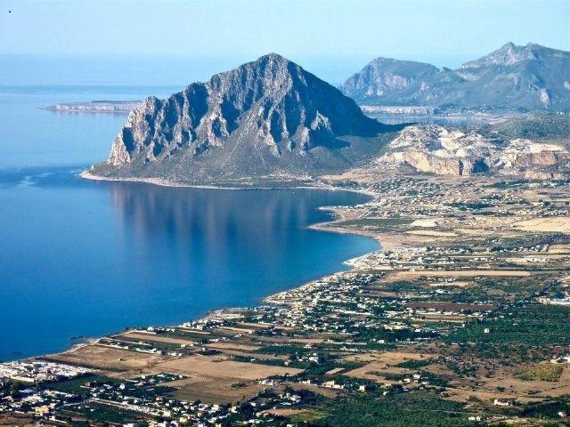 Baia Cornino con il Monte Cofano