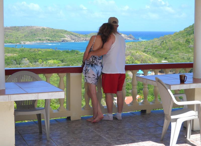 2 Bedroom Ocean View Accommodation -Unit #1, aluguéis de temporada em Cas En Bas
