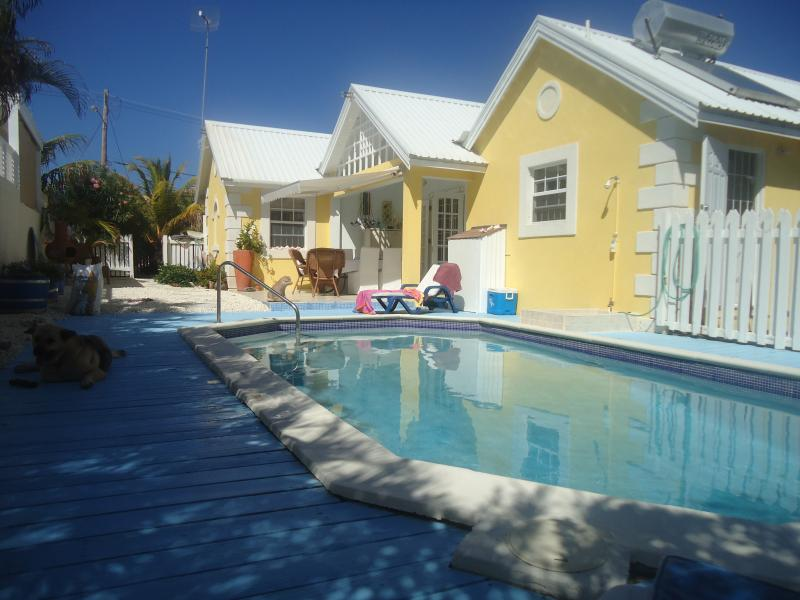 New Modern Villa Apt, Pool, 2mins stunning Bottom Bay Beach,Ideal for 1 or 2 guests, Peace and Quiet