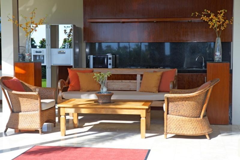 Salle de séjour avec deux chambres Villa