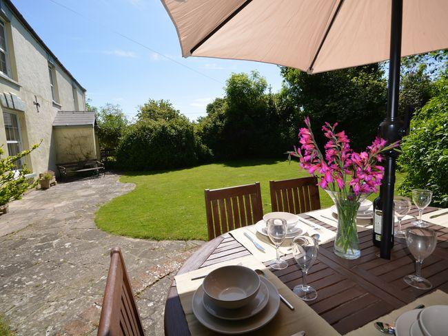 Enjoy al fresco dining in the spacious,enclosed garden