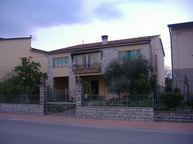 Affittasi appartamento per brevi periodi, location de vacances à Spello