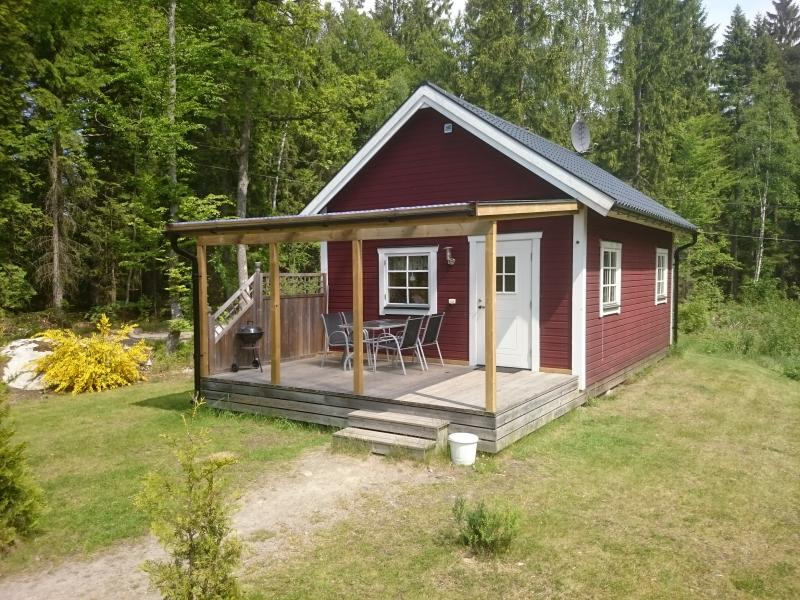 Cottage Abborren with lake view (free Wi-Fi), holiday rental in Markaryd
