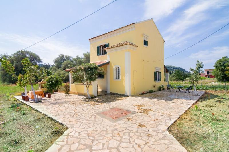 Avgerinos  Countryside Cottage, holiday rental in Vitouládes