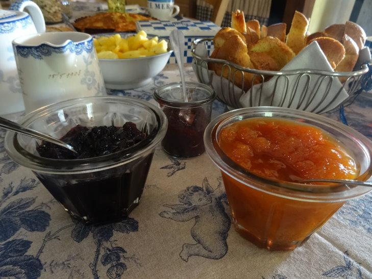 Le petit déjeuner fait maison à base de produits locaux
