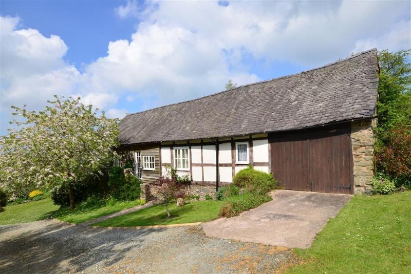 Immaculate 5 star Romantic Barn in Powys Mid Wales, alquiler de vacaciones en Chirbury