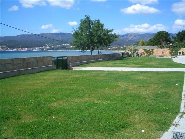 Duplex en primera  línea con embarcadero., holiday rental in Boiro