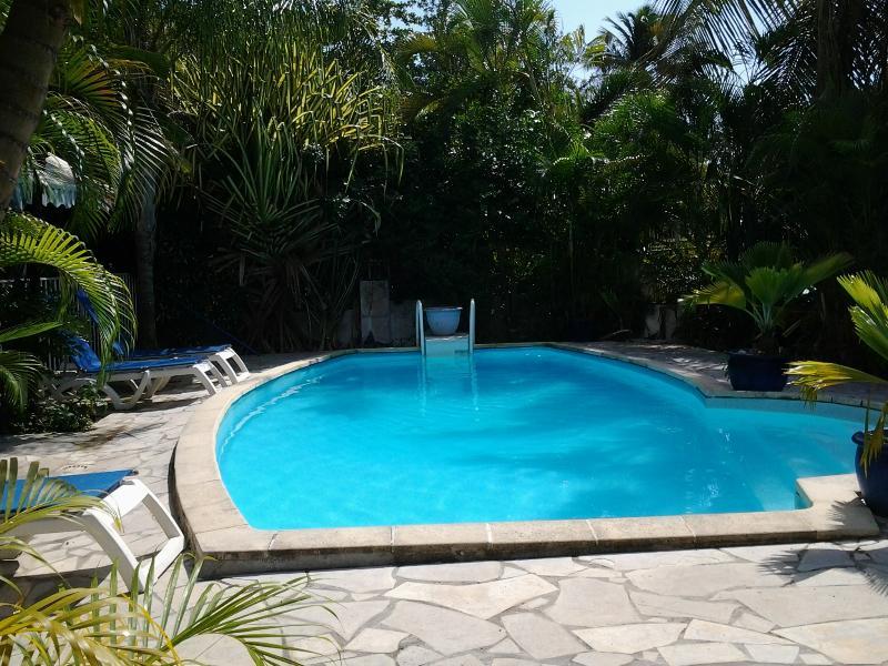 La piscine pour nager et se détendre