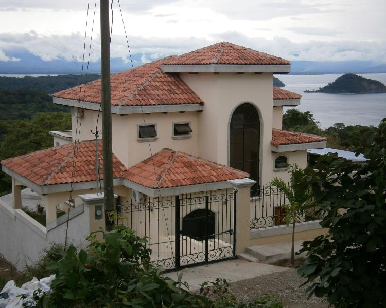 Magnificent 270 degree views of the Gulf of Nicoya, Ocean, Hills and Tropical Fore