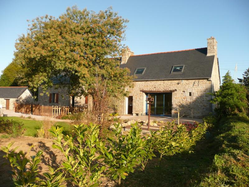 la grange du père, holiday rental in Pommerit-le-Vicomte