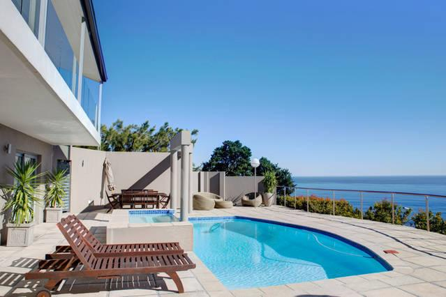 Camps Bay Modern Self Catering Unit, holiday rental in Bakoven