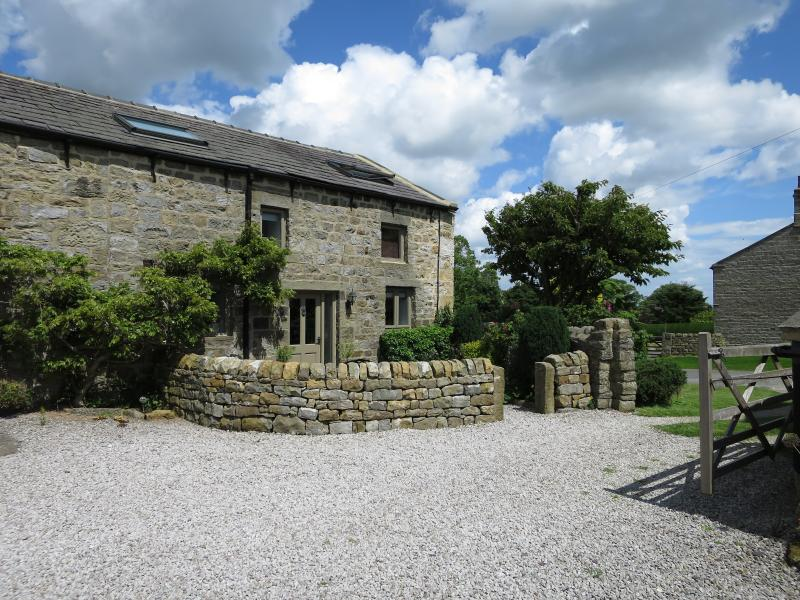The Courtyard Cottage - Affordable Luxury close to Harrogate, holiday rental in Guiseley