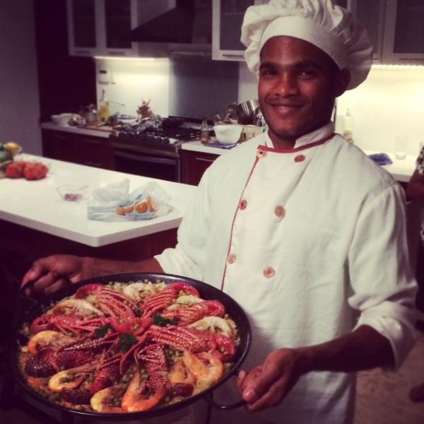 Chef Ronal showing his amazing seafood paella.