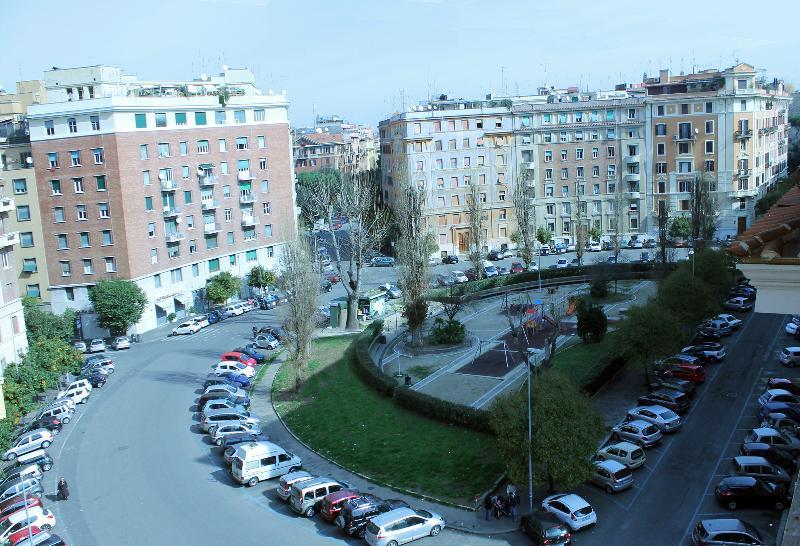 Vista da praça Strozzi
