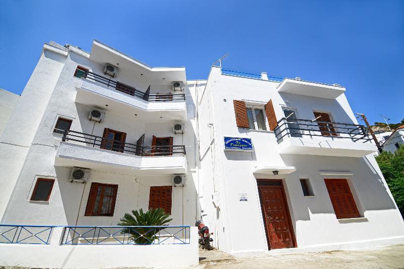 ToGefyraki Rooms, holiday rental in Evdilos