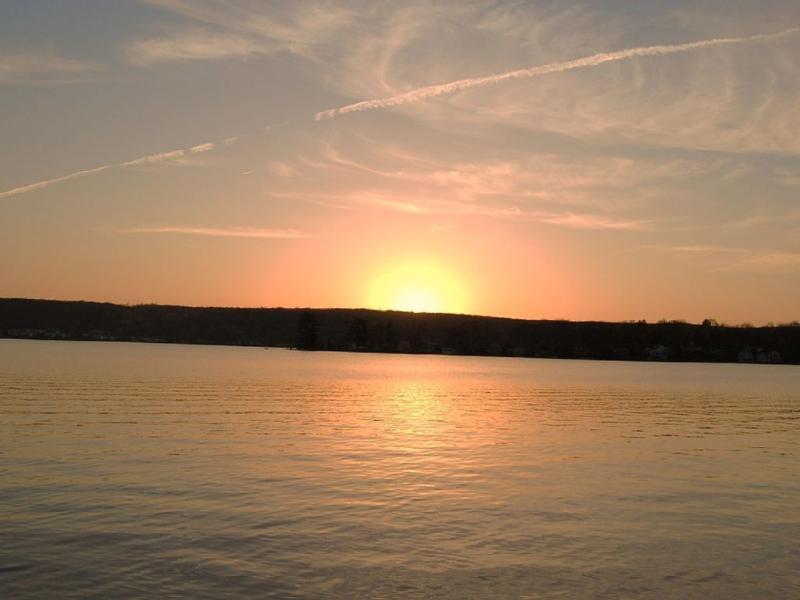 Viste spettacolari occidentali del tramonto i ponti posteriore