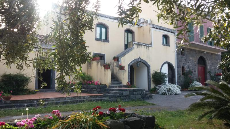 'Rovettazzo' SummerHouse, vacation rental in San Leonardello