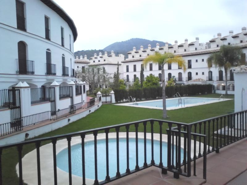APARTAMENTO CON PISCINA EN VELEZ DE BENAUDALLA, holiday rental in Velez de Benaudalla