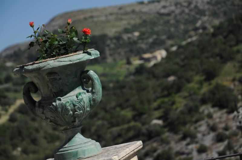 Iblainsuite Gattopardo room, holiday rental in Ragusa