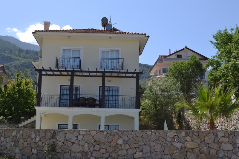 Front of Akaysa villa with private pool