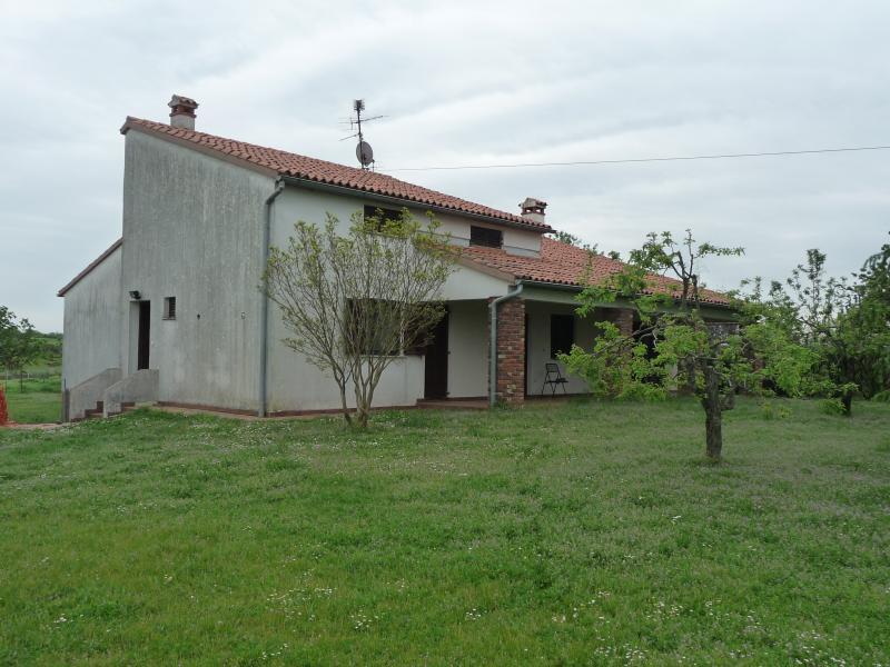 Porzione di Villa in campagna (MONOLOCALE), vacation rental in Porec