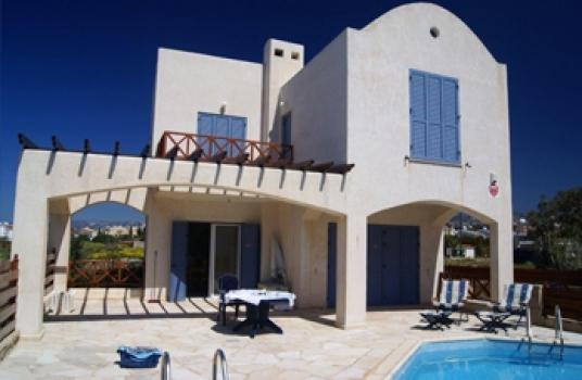 Gorgeous 4 bed villa seconds from the sea
