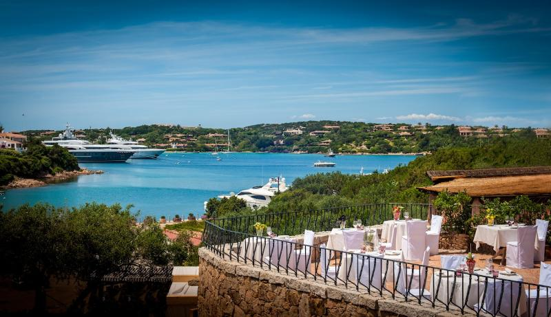 you can just walk to all the best Restaurants of Porto Cervo