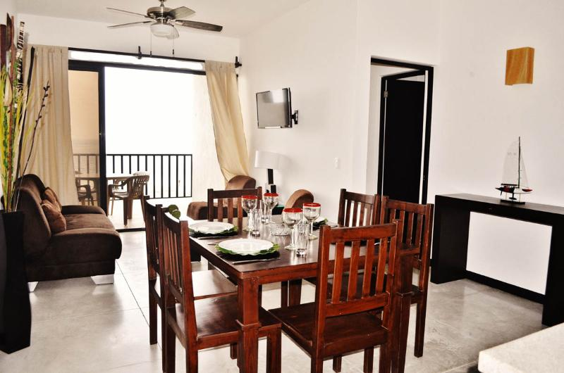 Living and dining room fully furnished