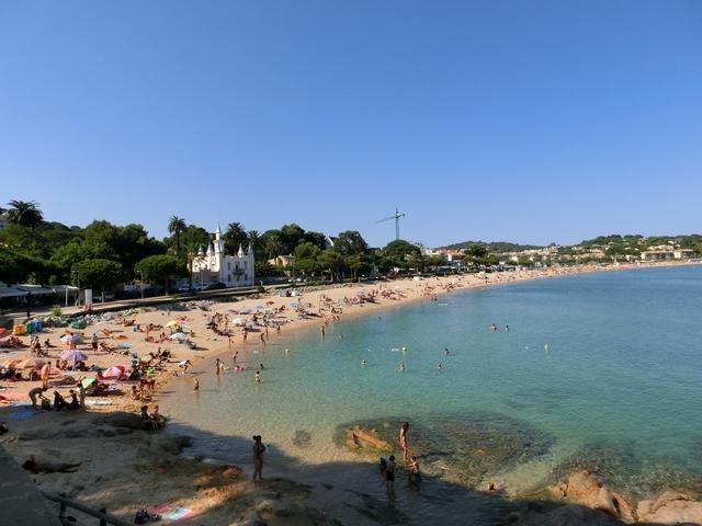 Playa de Sant Pol a 3 Km.