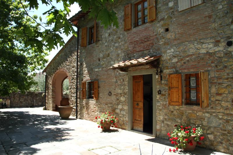 Very nice house with olive grove in Tuscany, alquiler vacacional en Castelnuovo d'Elsa