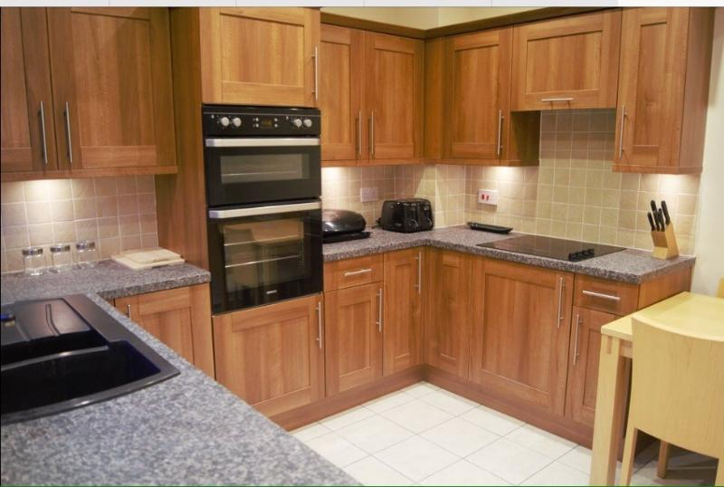 Fully fitted kitchen with microwave, fridge freezer, washing machine, dishwasher, air fryer, Tassimo