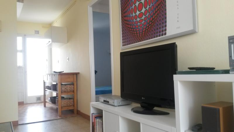 Living room with TV, stereo, DVD and Wi-Fi